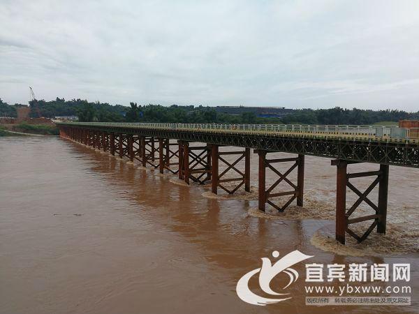 江安长江二桥项目经受考验。(陈杰 摄)