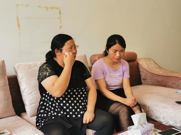 8月13日,张阿丽、张阿琴姐妹接受澎湃新闻采访。 本文图片均由澎湃新闻记者 蒋格伟 摄