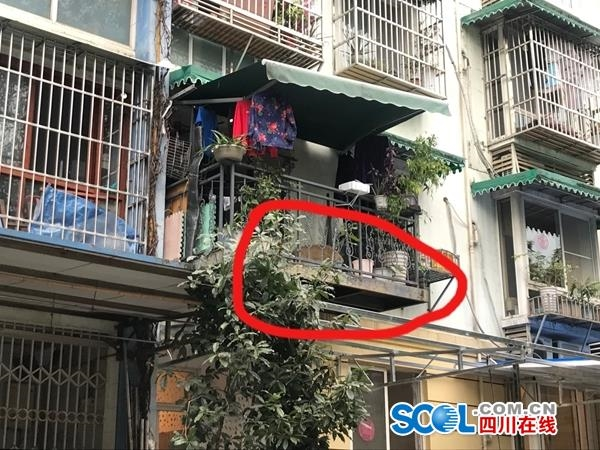 小区住户私自搭建钢结构阳台?官方回复