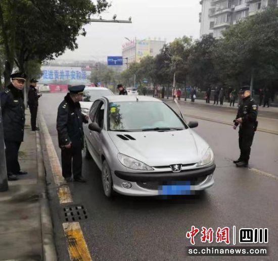 """自贡:全域开展""""黑车""""打击 查扣非法营运车辆46台"""
