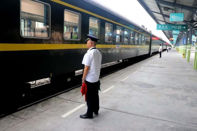 10月国庆期间 自贡将加开到成都的临时旅客列车