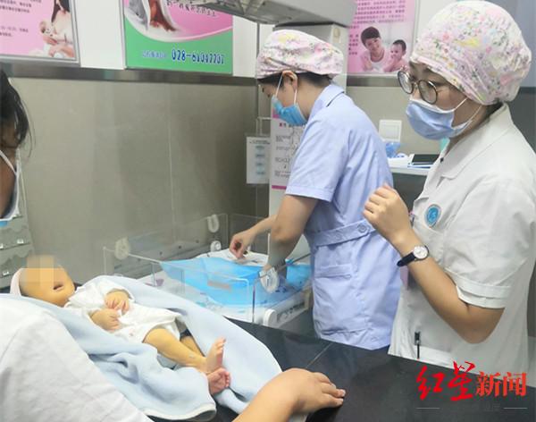 父母涉嫌遗弃罪!男婴出生没几天被弃树林 警方已立案调查