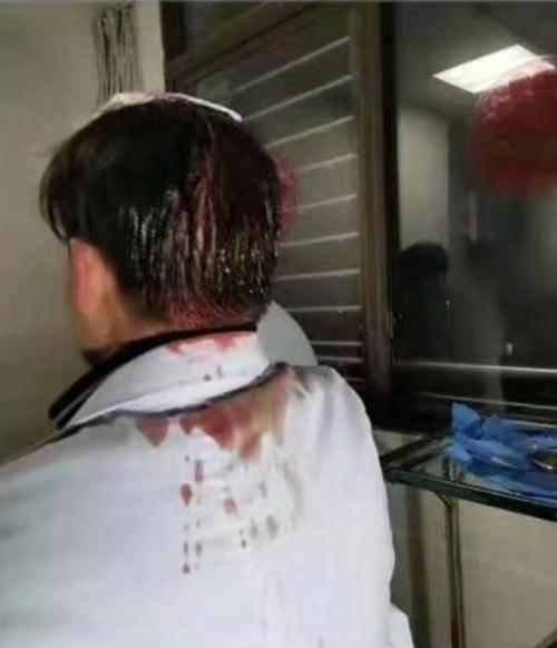暴力伤医再现!没救活心梗患者 泸州合江县三位医生被家属打伤