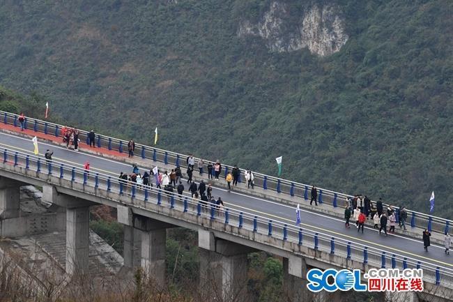 鸡鸣三省大桥通车丨38年愿望终成真!建设大桥为啥这么难?
