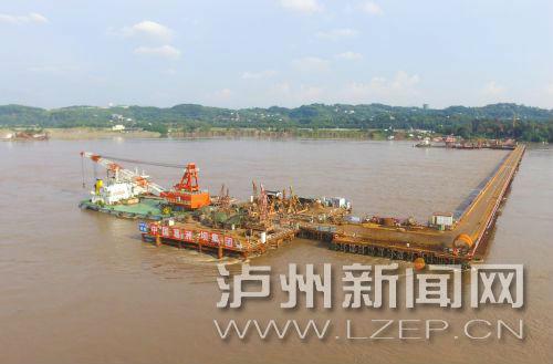 加快建设的泸州长江六桥及连接线工程。 泸州日报记者 罗森波 摄