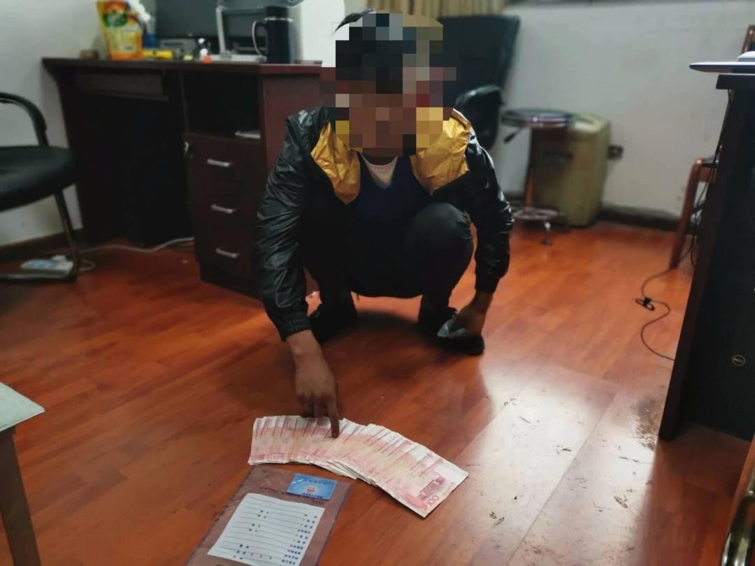 捡到银行卡侥幸猜对密码取走5000元 男子被警方拘留