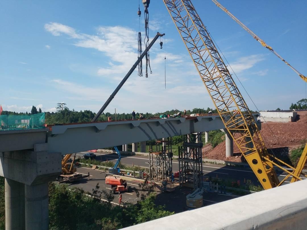 预计年底通车 成资渝高速最大枢纽互通完成钢箱梁架设