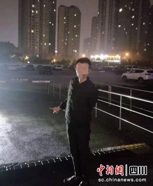 """自贡一男子在停车场企图""""碰瓷""""骗钱被拘留"""