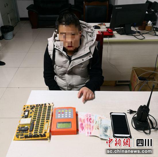 嫌疑人被查获(自贡高新警方 供图)