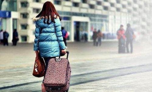 搭乘客车的旅客可提前网购车票