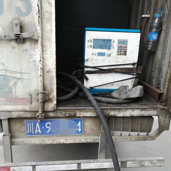 被民警抓个正着!货车改装售油车 当事人进拘留所