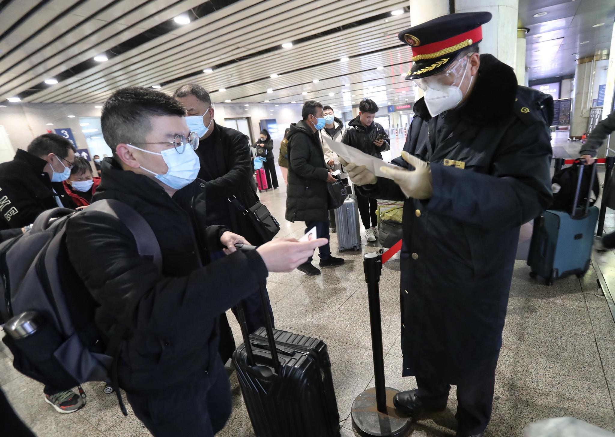 北京各火車站已對出站旅客查驗核酸檢測證明