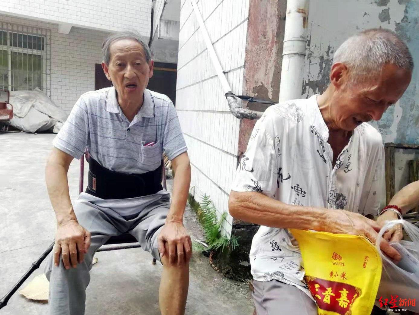 侠义杨八爷:一身青衣行江湖 30余年捐资筑堰修路帮老人