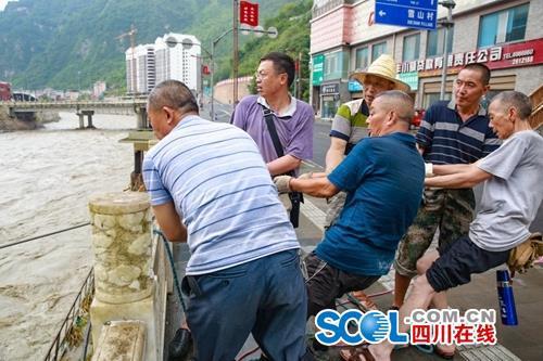 雅安8·22特大暴雨最新通报:超10万人受灾