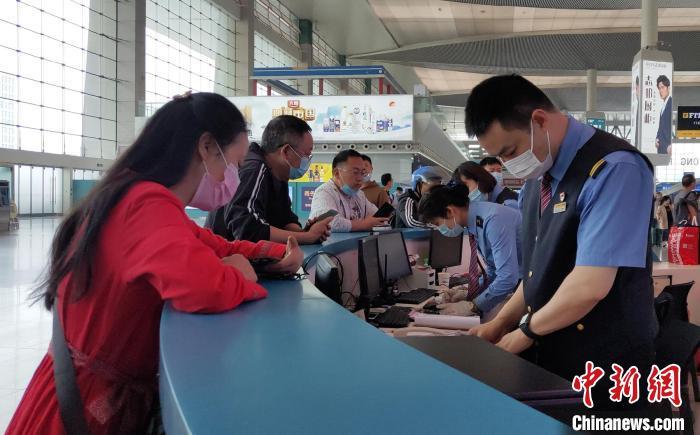西南首个高铁站运营十年:从3000到300000见证中国高铁发展