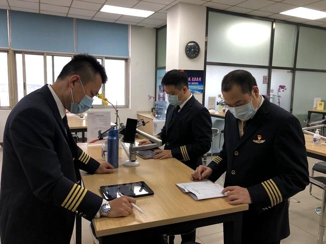 四川最后一批援鄂医疗队今日回川 英雄机长再接英雄回家