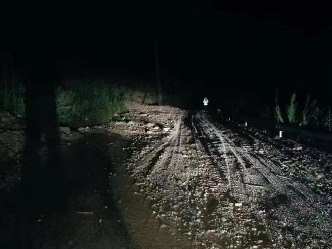 石棉昨夜骤降暴雨 山区路段出现多处飞石行车时要注意