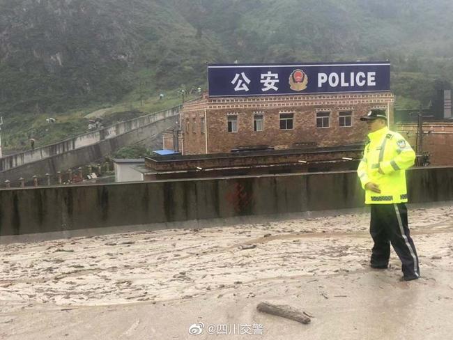四川省应急管理厅启动Ⅲ级响应 调度直升机侦查汶川暴雨灾情