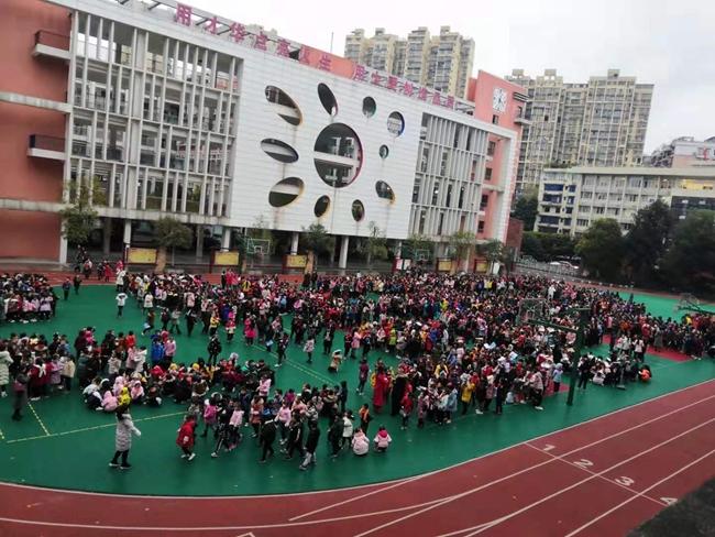 内江第十小学校组织学生有序到操场避险