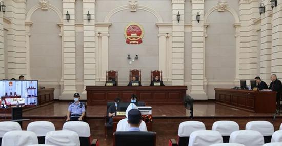 与黑恶势力成员结干亲家 原自贡市副市长曾明全涉嫌犯罪案公审