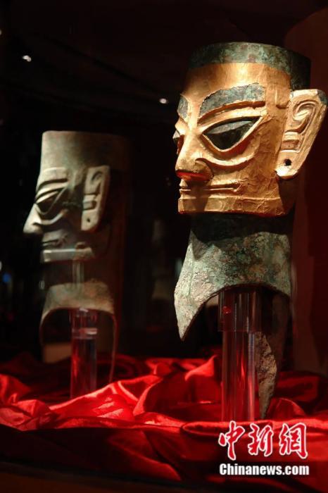 金面罩青铜人头像,1986年三星堆遗址二号祭祀坑出土。三星堆博物馆供图