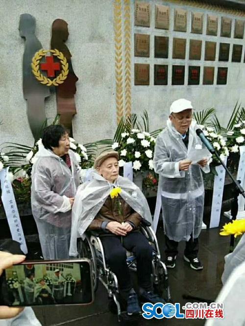 今年清明节前夕,泸州南寿山墓园迎来一位特殊的祭拜者——陶铁汉。田明艳供图