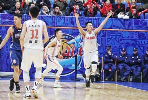 客场险胜广州男篮 川男篮收获第八胜
