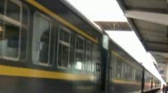 昆明开往成都K114次列车上一男子裸露身体被行拘