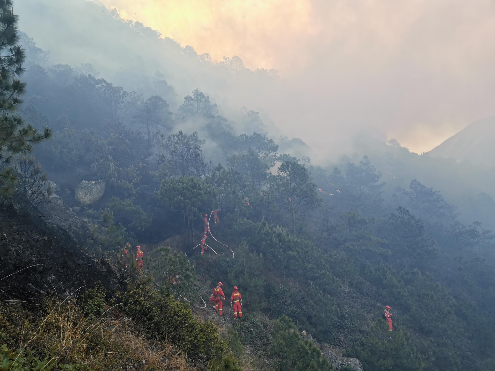 四川凉山起火。