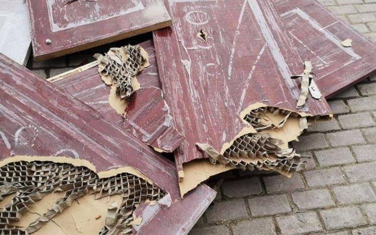 四川达州一安置房疑用纸板门 住建部门介入调查