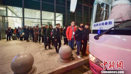 重庆警方破获特大荐股诈骗案 受害人逾200名