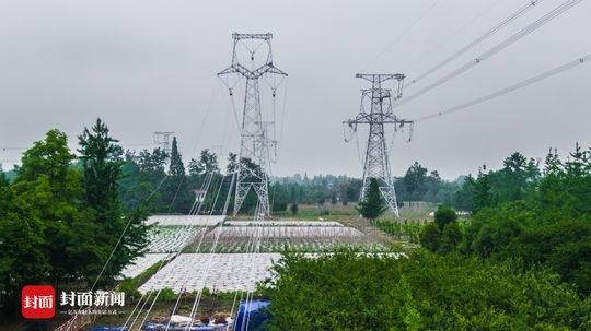 9座铁塔拔地起 下月底四川将新建成一条超高压天路