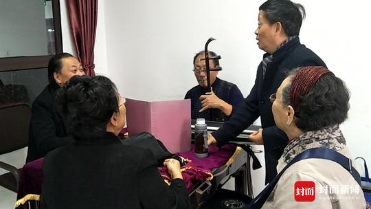 重阳宴也是生日宴 眉山82岁老人与亲人老友共庆重阳