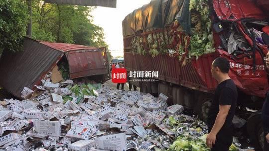 厦蓉高速两货车追尾致1死3伤 目前事故路段超车道开始放行