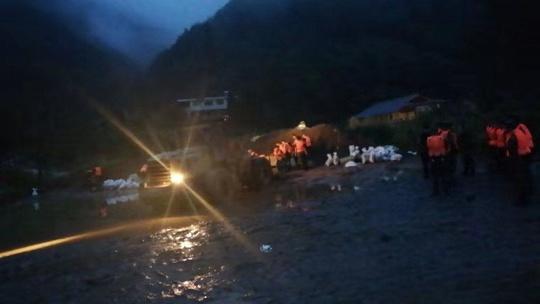 芦山大川河景区250名游客受困 现安置在附近农家乐