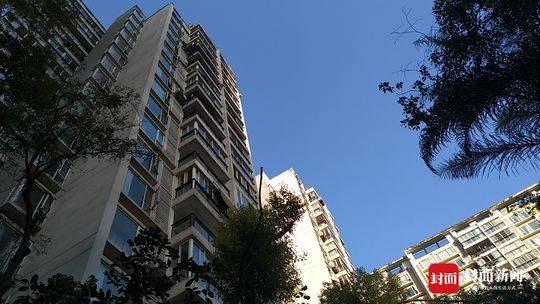 成都一小区频现高空坠物 追责楼上所有住户是否可行?
