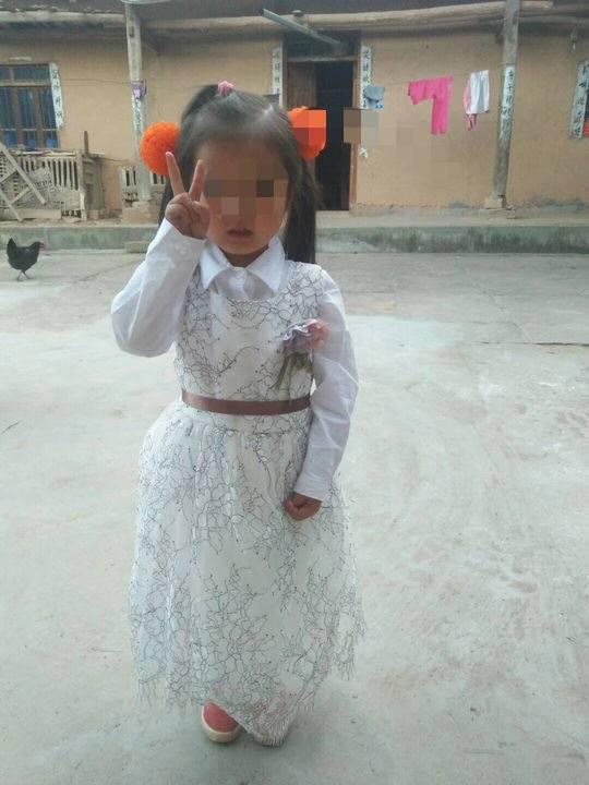 何云东在微信朋友圈内帖出的女儿照片