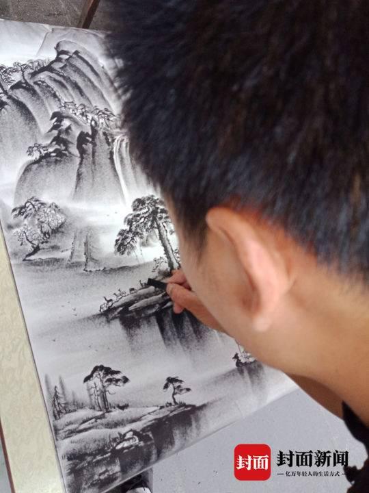 父母离异 少年为找饭吃学画画