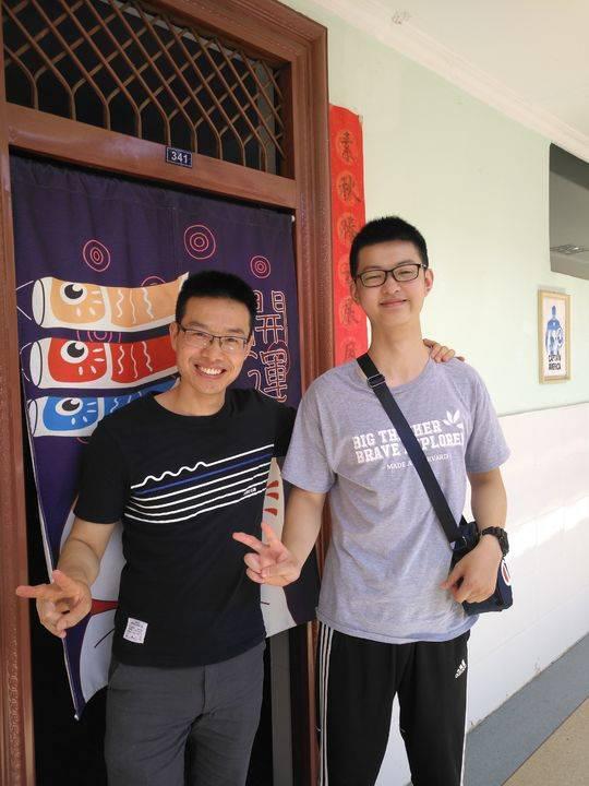 林泽祥和英语老师马怀平在一起