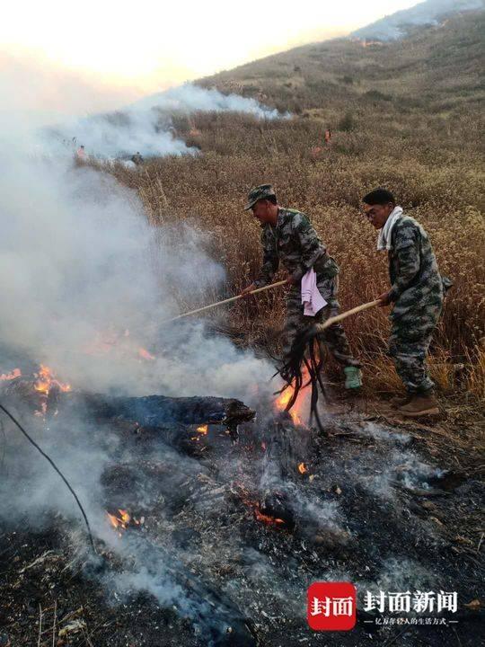 四川西昌经久森林火灾再次复燃 1022人分5个区域展开工作
