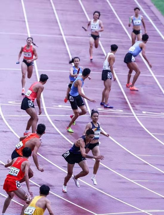 4X400米混合接力夺冠 四川创下全国新纪录