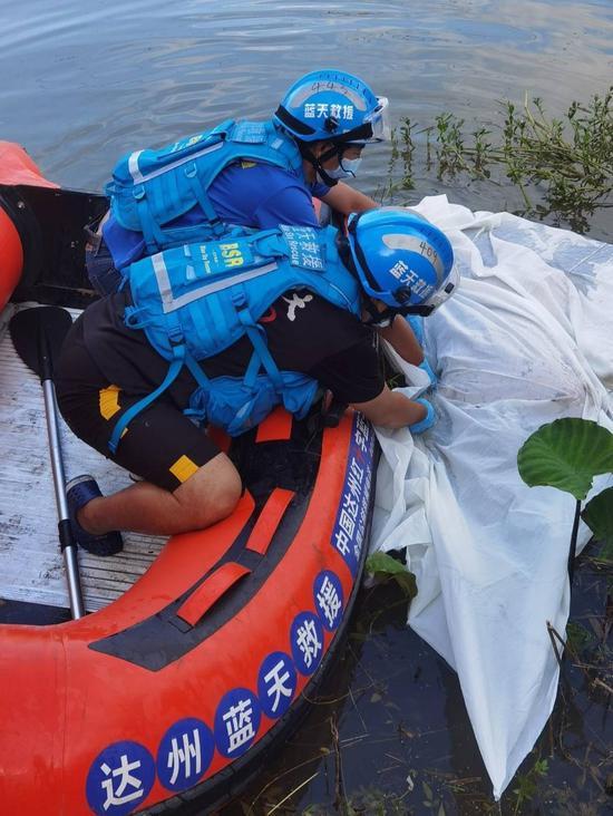溺亡男子遗体被打捞上岸