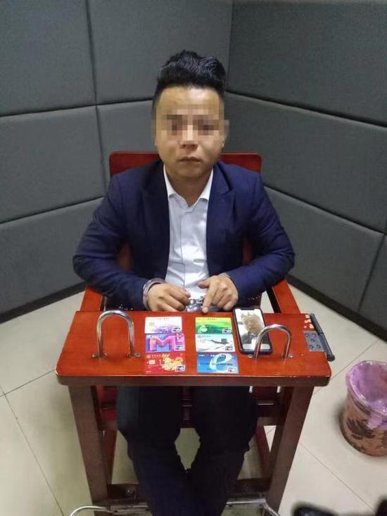 嫌疑人黄某发。九龙坡警方供图