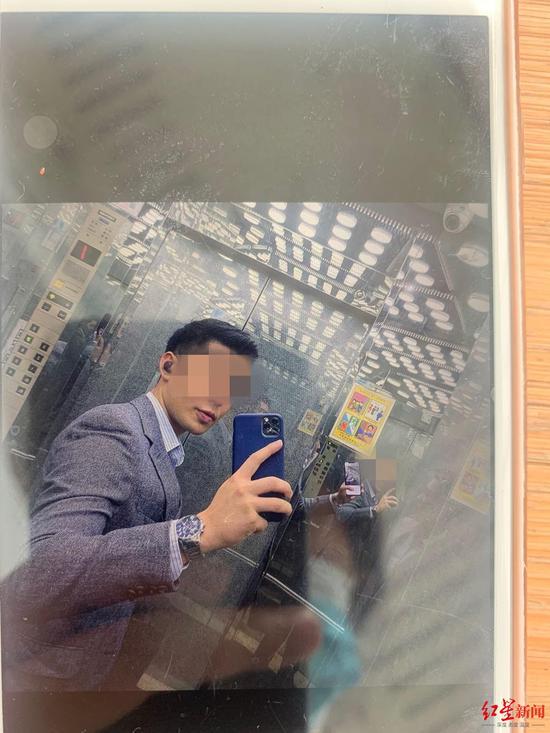 杨某发给雯雯的自拍照