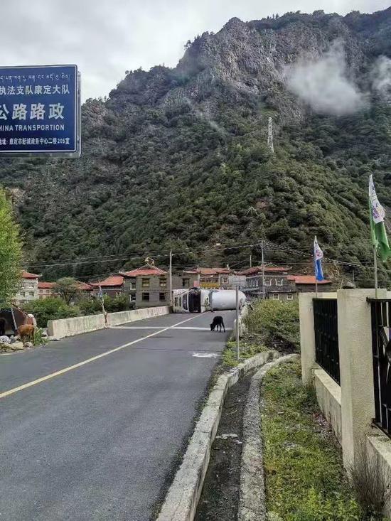 图片由甘孜州公路局提供
