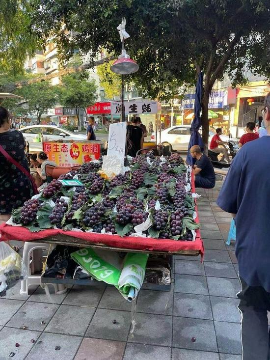探市|葡萄香甜上市,品类多多,成都市场价格跌了吗?