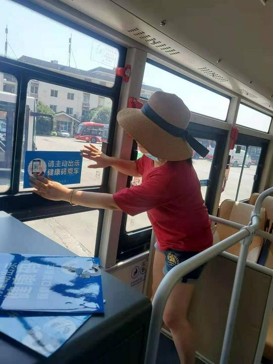 """成都公交倡议乘车出示""""健康码"""""""