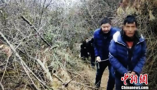 嫌疑人被从深山逮出 雅安警方 供图