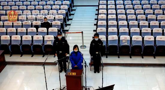 2020年12月,徐某1受贿案一审宣判。 图片来源:中国庭审公开网视频截屏