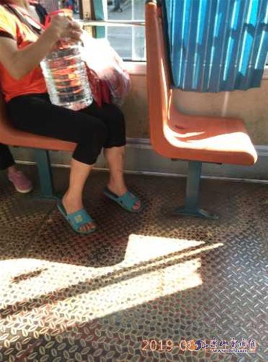 白酒可以乘公交车吗 乐山公交公司是这样回应的